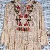 Blusas bordadas para cuando no nos apetece ir de un solo color, perfectas para estos días.  • • • • • #blusasconvolantes #blusasbonitas #bluson #blusasbordadas #romanticstyle #ibizastyle #bohochic #bohostyle #bohemianstyle #shoppingonline #outfitday #mireiasdream #fashiongram #fashionista #madeinspain #summer2021 #peñiscola #peñíscola